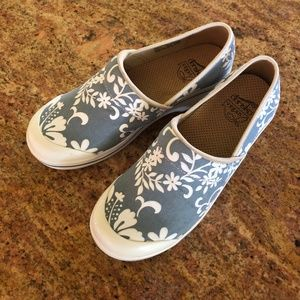 Dansko Vegan Hawaiian Print clogs